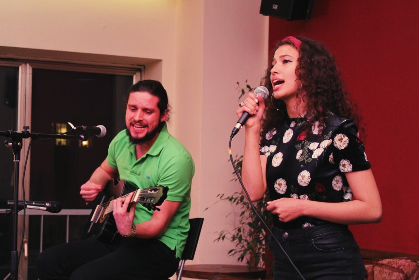 What a wonderful blend of voices! Sophia Yasmeno and Julio Mendes Salazar performing at Cocktail Open Mic 2. (Photo: Sarah Alai)